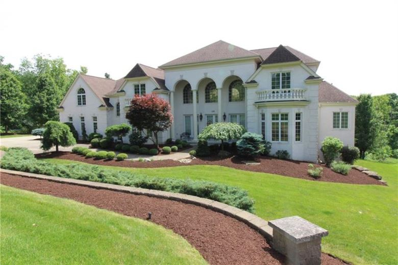200 Snowberry Cir, Peters Township, PA 15367