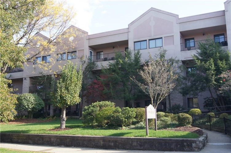 640 5th #208, Oakmont, PA 15239