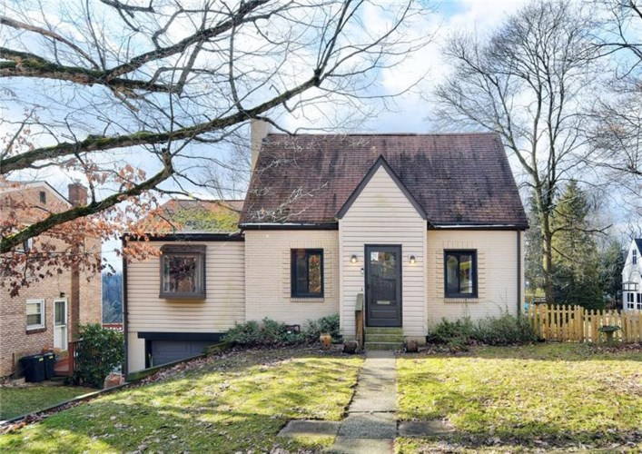 10 Greenwood Rd, Forest Hills Boro, PA 15221