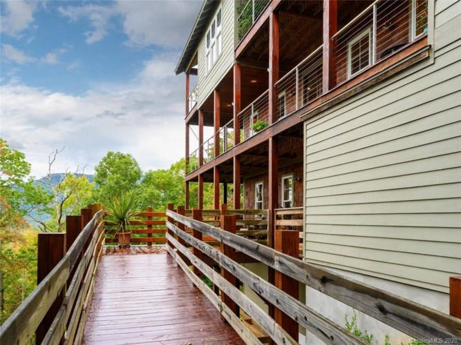 84 Old Cove Road, Black Mountain, NC 28711