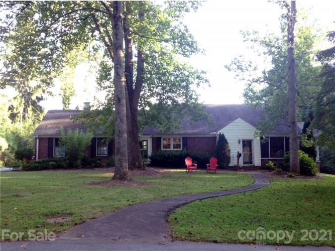 28 Ridgefield Place, Biltmore Forest, NC 28803