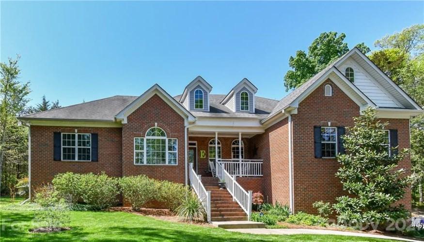 414 Breezewood Drive #L19, Charlotte, NC 28262