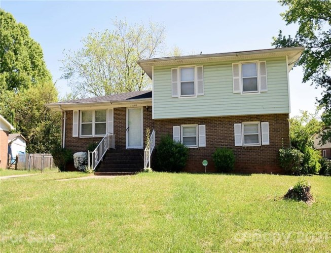 5918 Old Coach Road, Charlotte, NC 28215