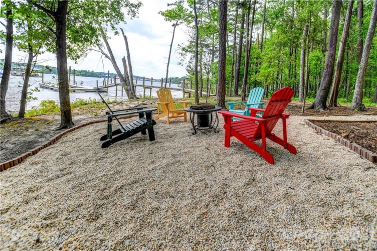 325 Silvercliff Drive, Mount Holly, NC 28120
