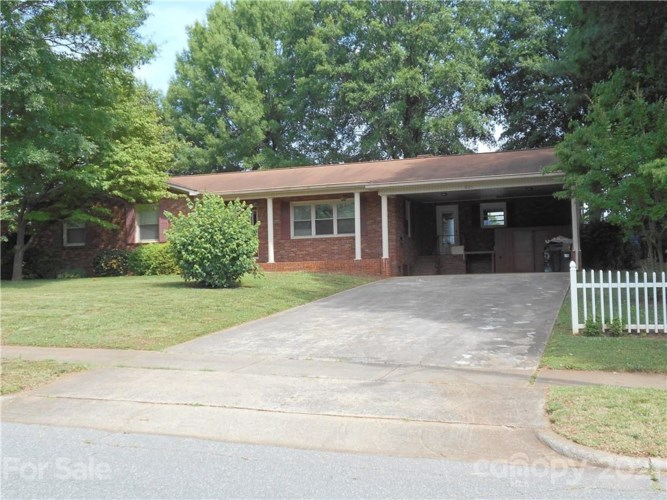 621 Carolina Avenue, Statesville, NC 28677