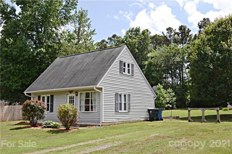 8401 Clear Meadow Lane, Charlotte, NC 28227