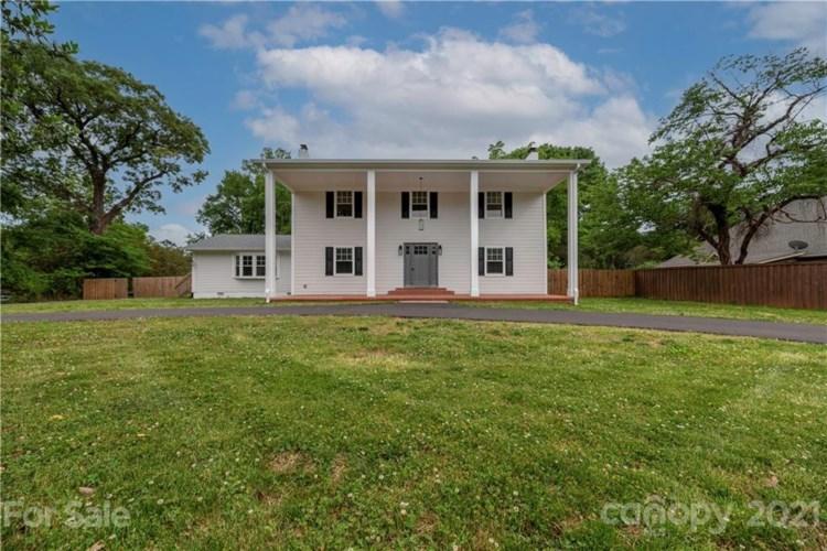 105 Pineville Matthews Road, Matthews, NC 28105