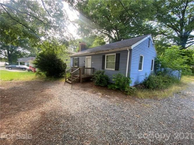 311 Hoskins Road, Charlotte, NC 28216