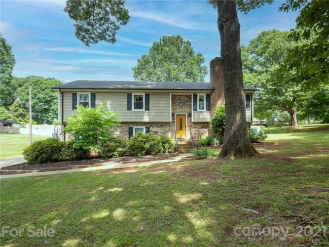 2210 Deerwood Place NW, Concord, NC 28027