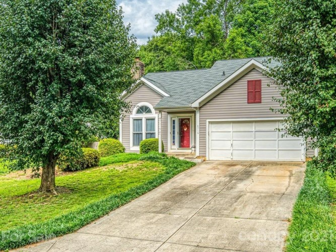 4716 Marthas Ridge Drive, Charlotte, NC 28212
