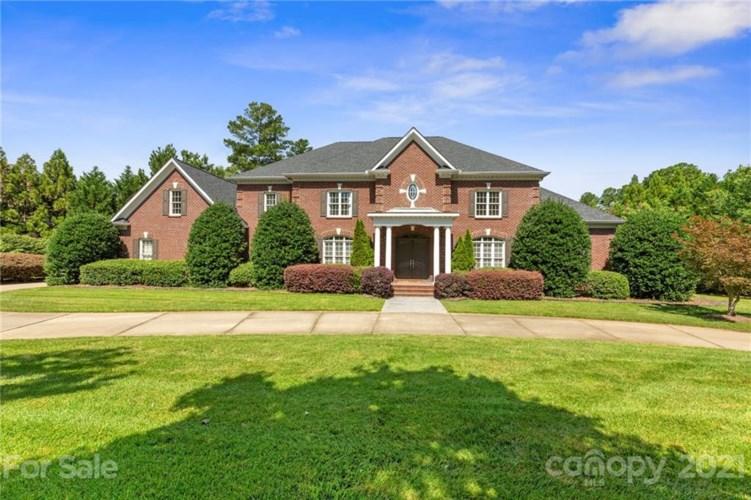2086 Kings Manor Drive, Matthews, NC 28104