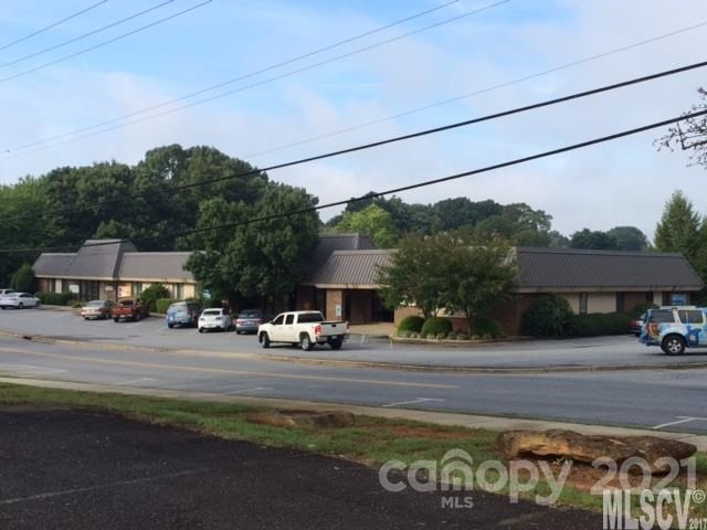1331 4th St Drive NW, Hickory, NC 28601