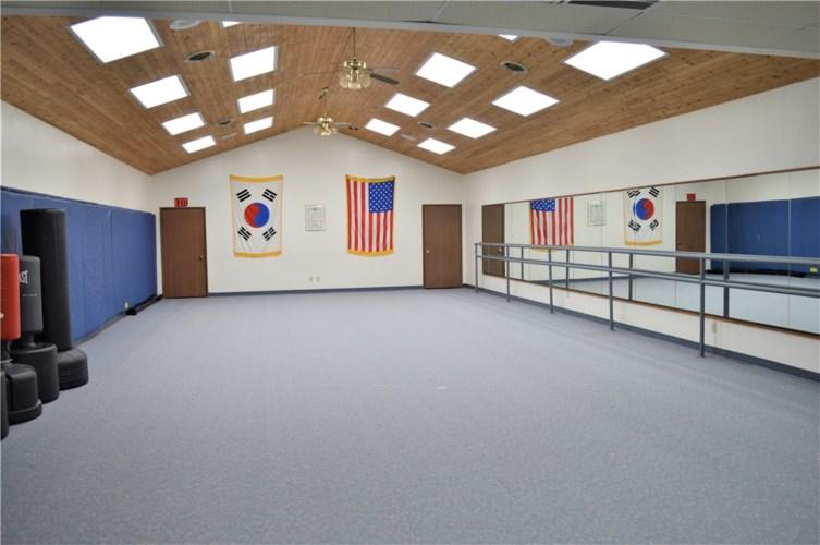 606 E Army Post Road, Des Moines, IA 50315