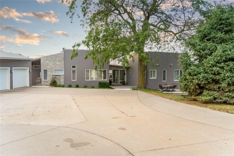 1635 SE Walnut Woods Drive, West Des Moines, IA 50265