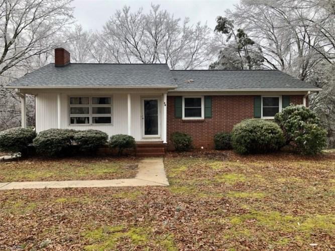 46 Robinhood Circle, Winston Salem, NC 27106