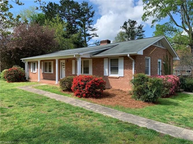 2742 Park Oak Drive, Clemmons, NC 27012