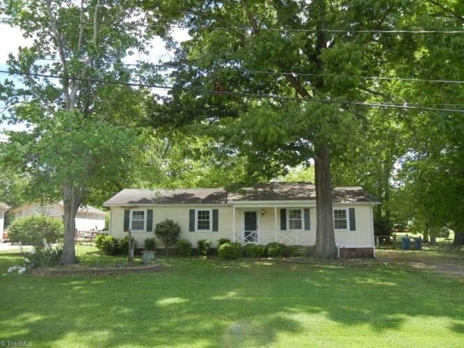 8202 Mapleway Lane, Greensboro, NC 27455