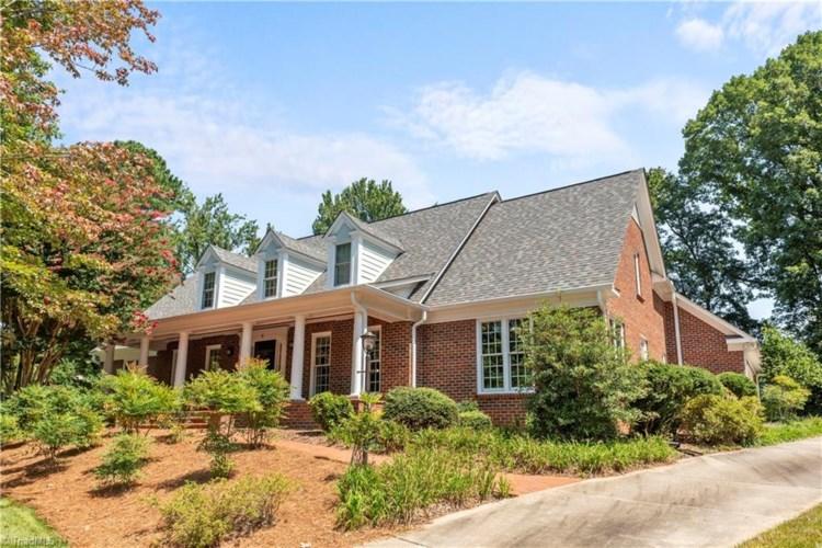 6 Starmount Farms Court, Greensboro, NC 27408