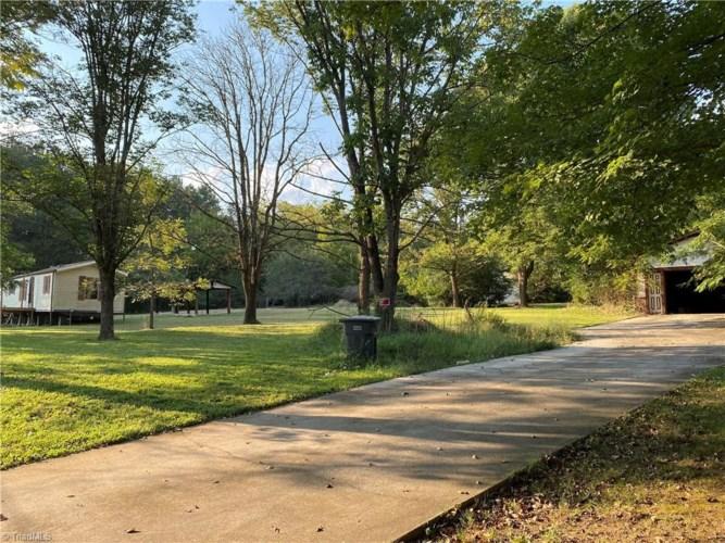 992 Flat Swamp Road, Denton, NC 27239