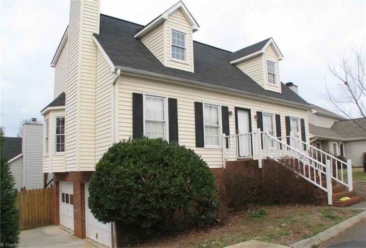 1490 Sir Charles Drive, Clemmons, NC 27012