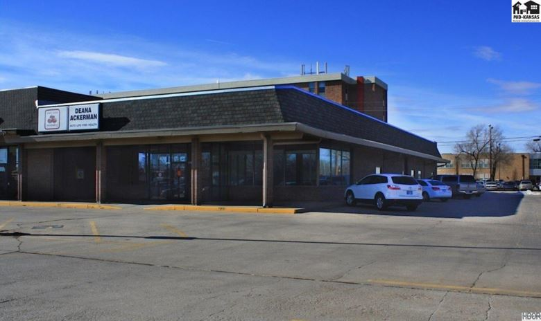 2721 N Main St, Hutchinson, KS 67502