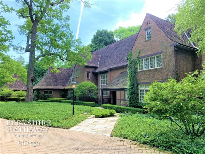 331 N Mayflower Road, Lake Forest, IL 60045