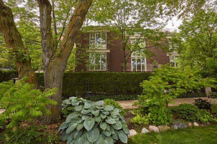 801 W Castlewood Terrace, Chicago-Uptown, IL 60640