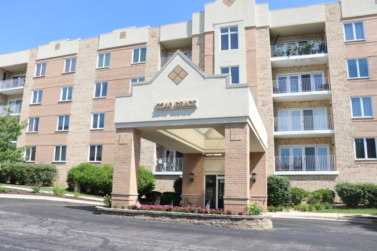 2240 S Grace Street #107, Lombard, IL 60148