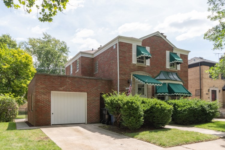 10033 S Oakley Avenue, Chicago-Beverly, IL 60643