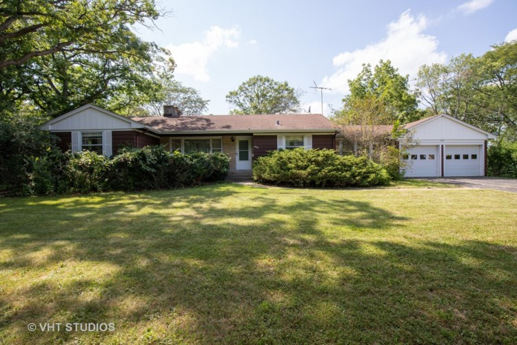 664 Pine Court, Lake Bluff, IL 60044