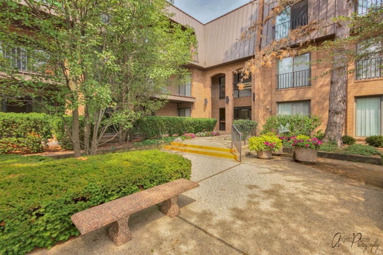 3 The Court Of Harborside  #301, Northbrook, IL 60062