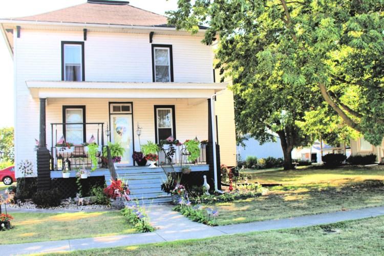 305 E Garfield Avenue, Cissna Park, IL 60924