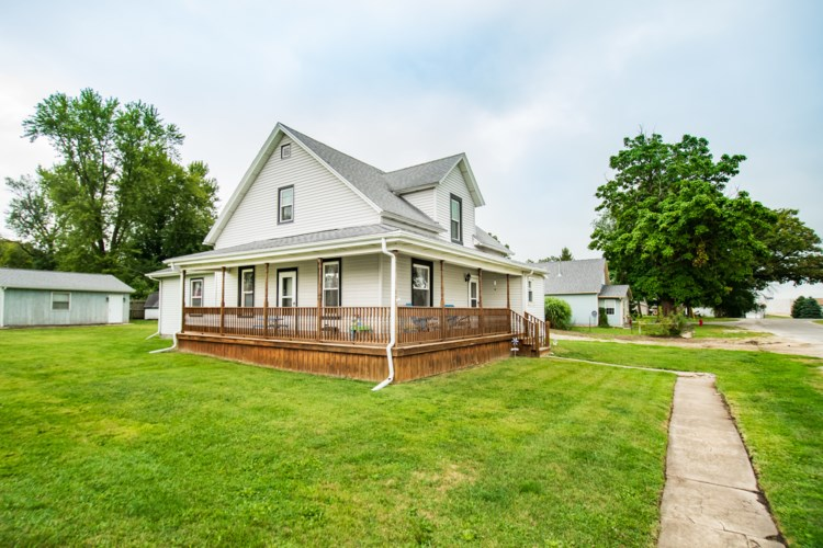 202 Franklin E Street, Downs, IL 61736