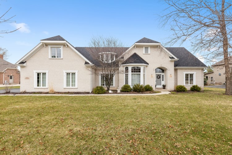 31 N Royal Oaks Drive, Bristol, IL 60512