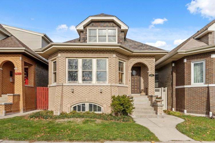 5818 W Giddings Street, Chicago-Portage Park, IL 60630