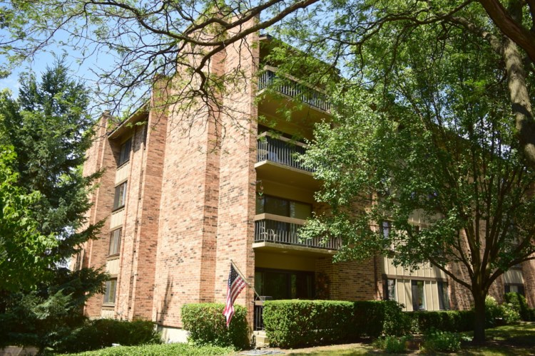 301 Lake Hinsdale Drive #313, Willowbrook, IL 60527