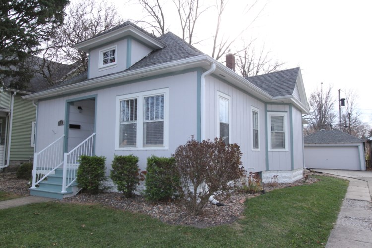 1611 E Taylor Street E, Bloomington, IL 61701
