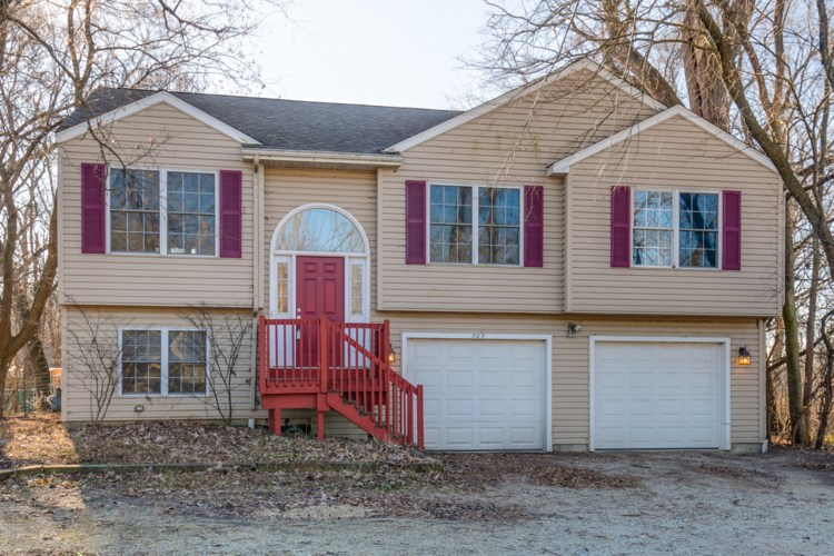 707 W Dowell Road, McHenry, IL 60051