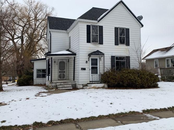 704 E Garden Street, Freeport, IL 61032