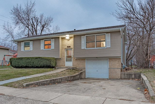 1571 Maplewood Avenue, Hanover Park, IL 60133