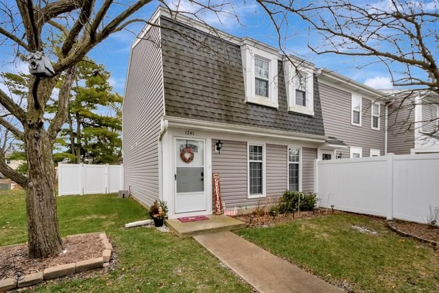 1241 Downing Street, Roselle, IL 60172