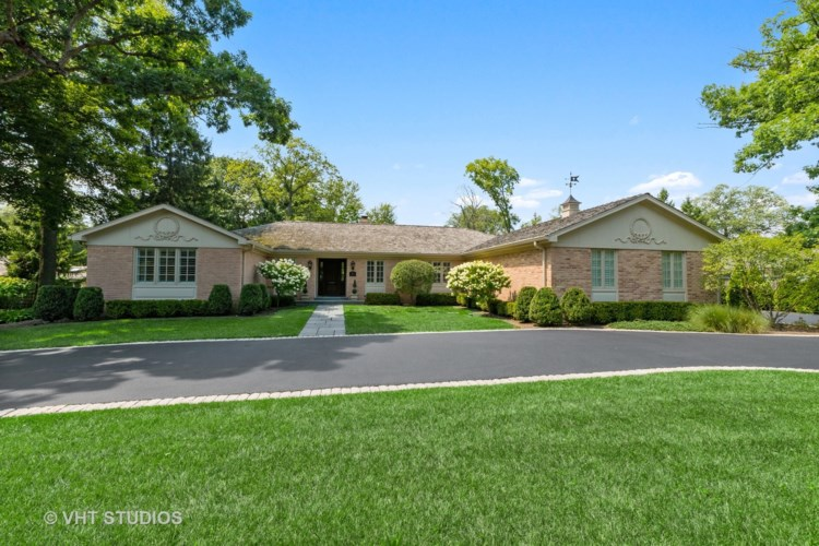 890 N Sheridan Road, Lake Forest, IL 60045