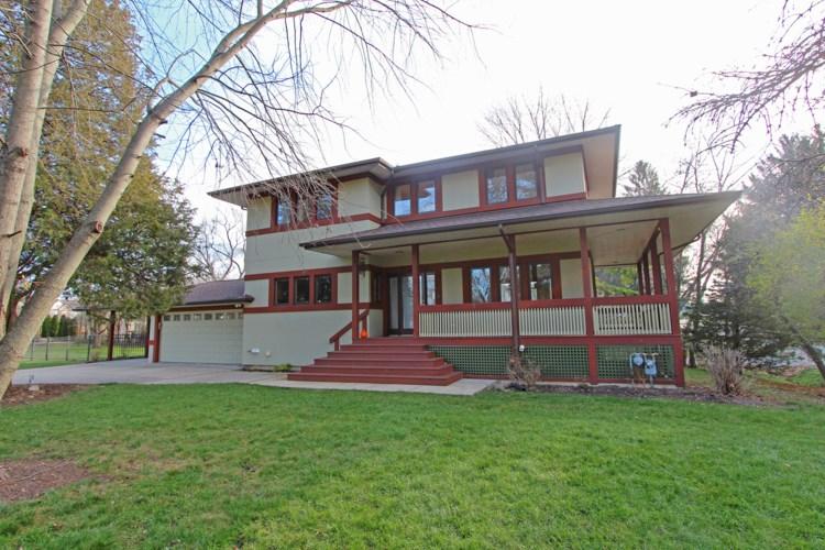 10 Elm Place, Lake Zurich, IL 60047