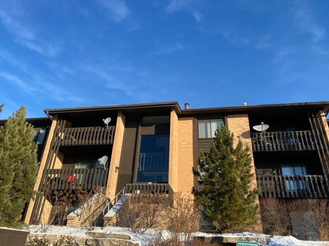6150 KNOLLWOOD Road #204, Willowbrook, IL 60527