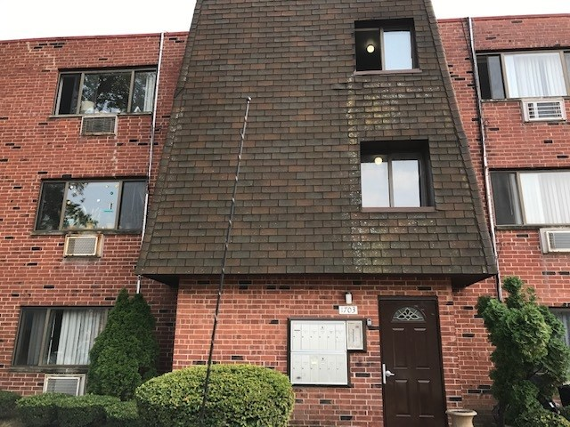 1703 W Dennis Street, Mount Prospect, IL 60056