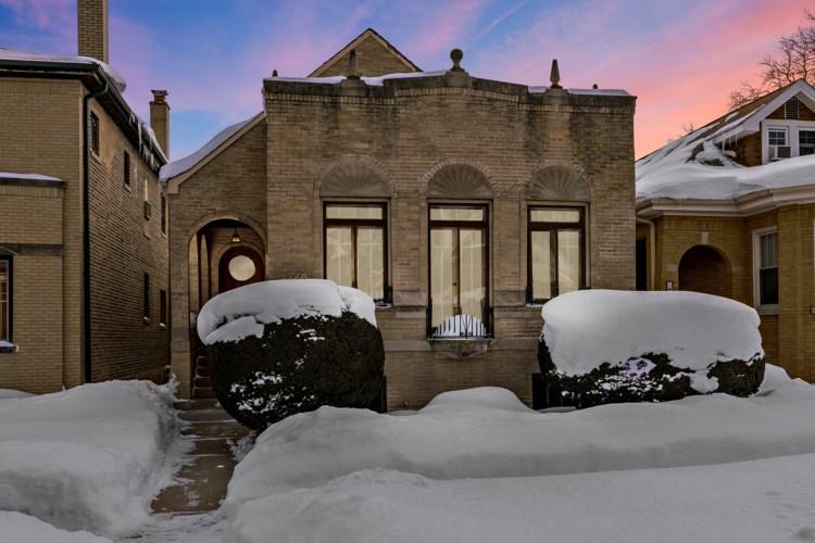 2705 W Farwell Avenue, Chicago-West Ridge, IL 60645