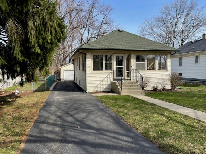 320 W Kenilworth Avenue, Villa Park, IL 60181