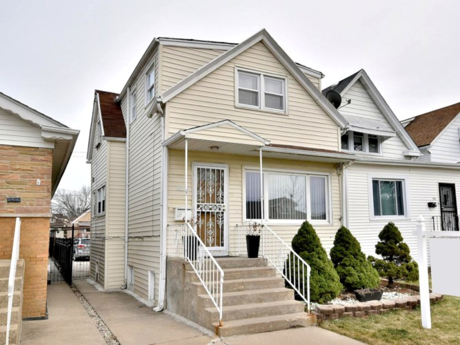 3927 N Newcastle Avenue, Chicago-Dunning, IL 60634