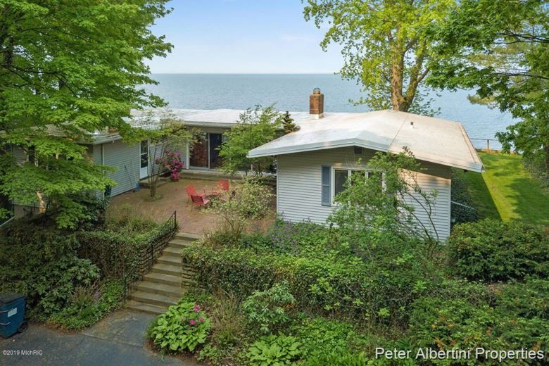 5267 Lakeshore Drive, Holland, MI 49424