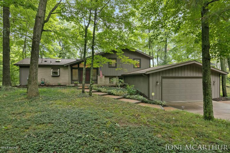 1600 Como Lake Drive, Greenville, MI 48838